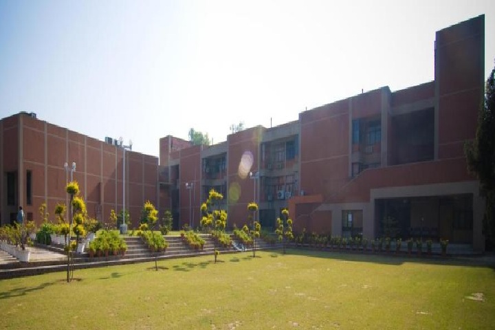 https://cache.careers360.mobi/media/colleges/social-media/media-gallery/1135/2019/7/5/Campus-View of sIndian Statistical Institute Delhi_Campus-View.jpg
